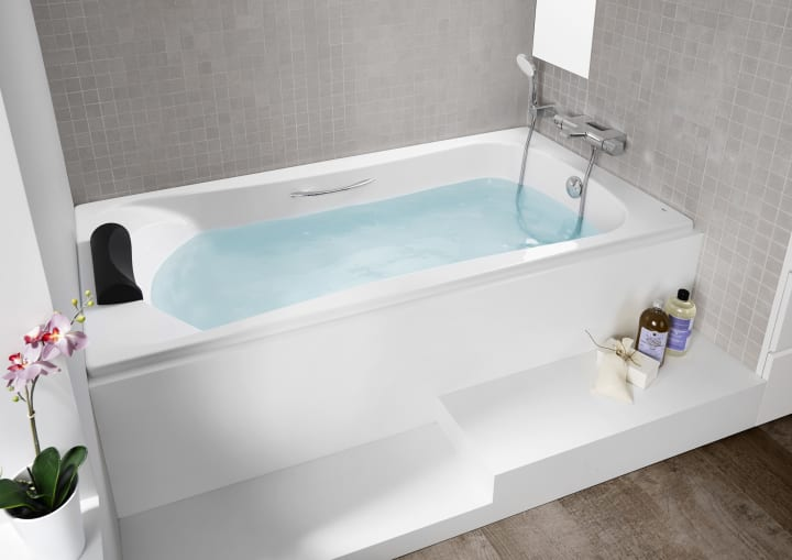 Rectangular acrylic bath with grips | BeCool | Bath solutions ...