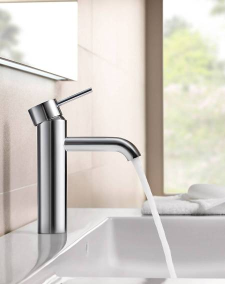 Lanta faucet for basin with flow limiter